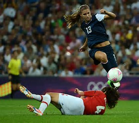 Alex Morgan kicking